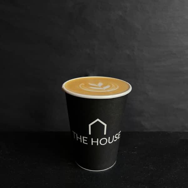 Caffe Latte fra The House på gågaden i Aarhus